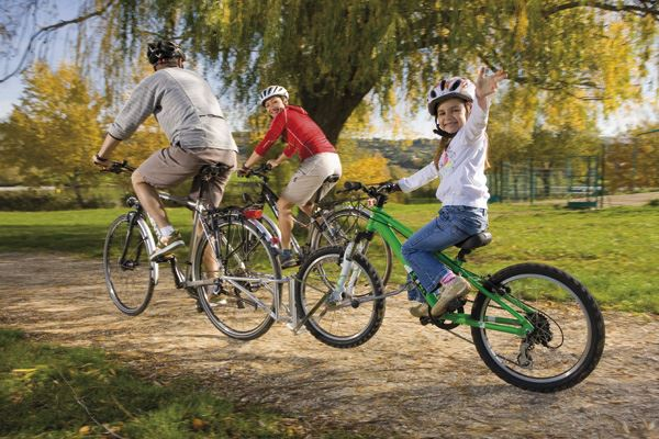 5 Best Tag Along Bikes And Bike Towing Options in 2021